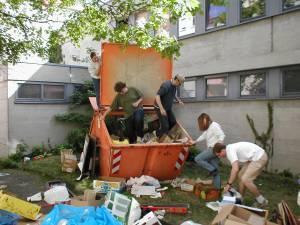 Müllentsorgung nach einem Flohmarkt